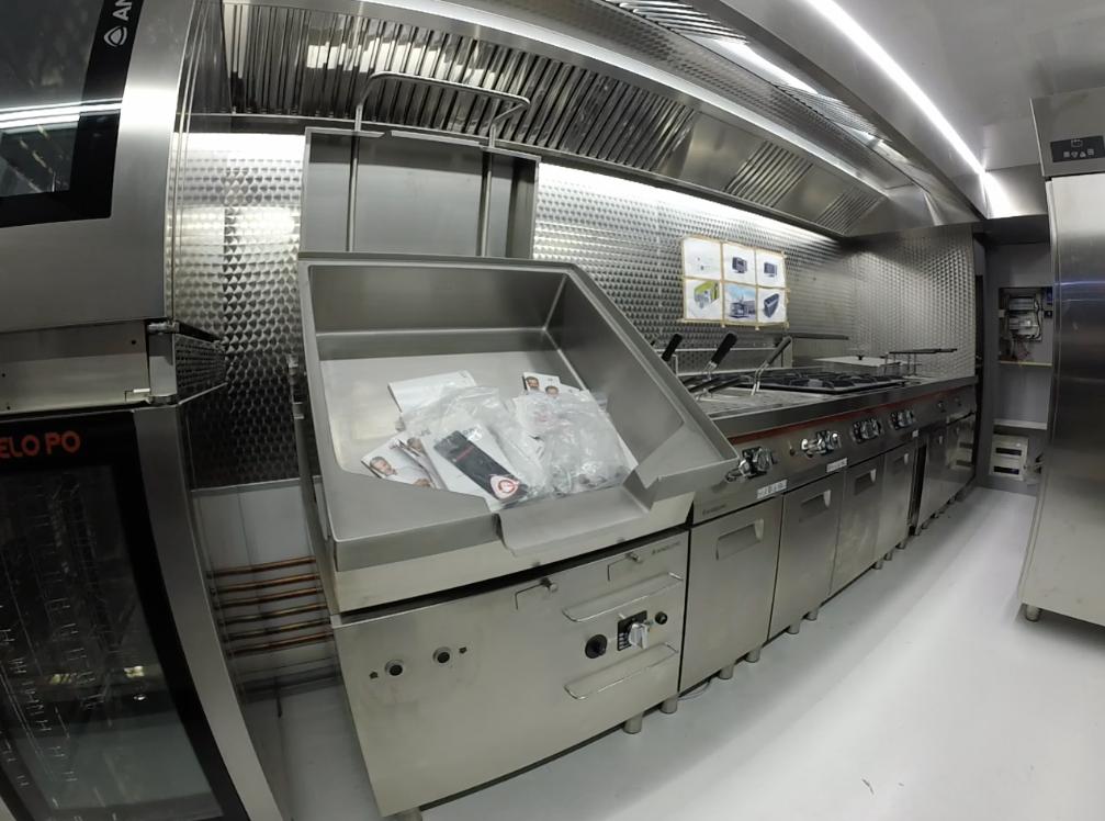 La brasiera professionale è la macchina universale per cuocere in gran quantità